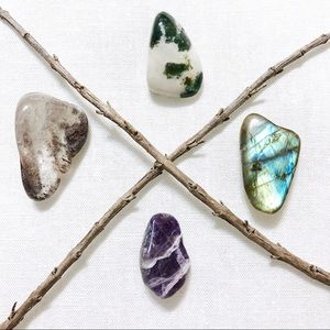 ☽Set of 4 Healing Crystals in Mini Clear Box☾